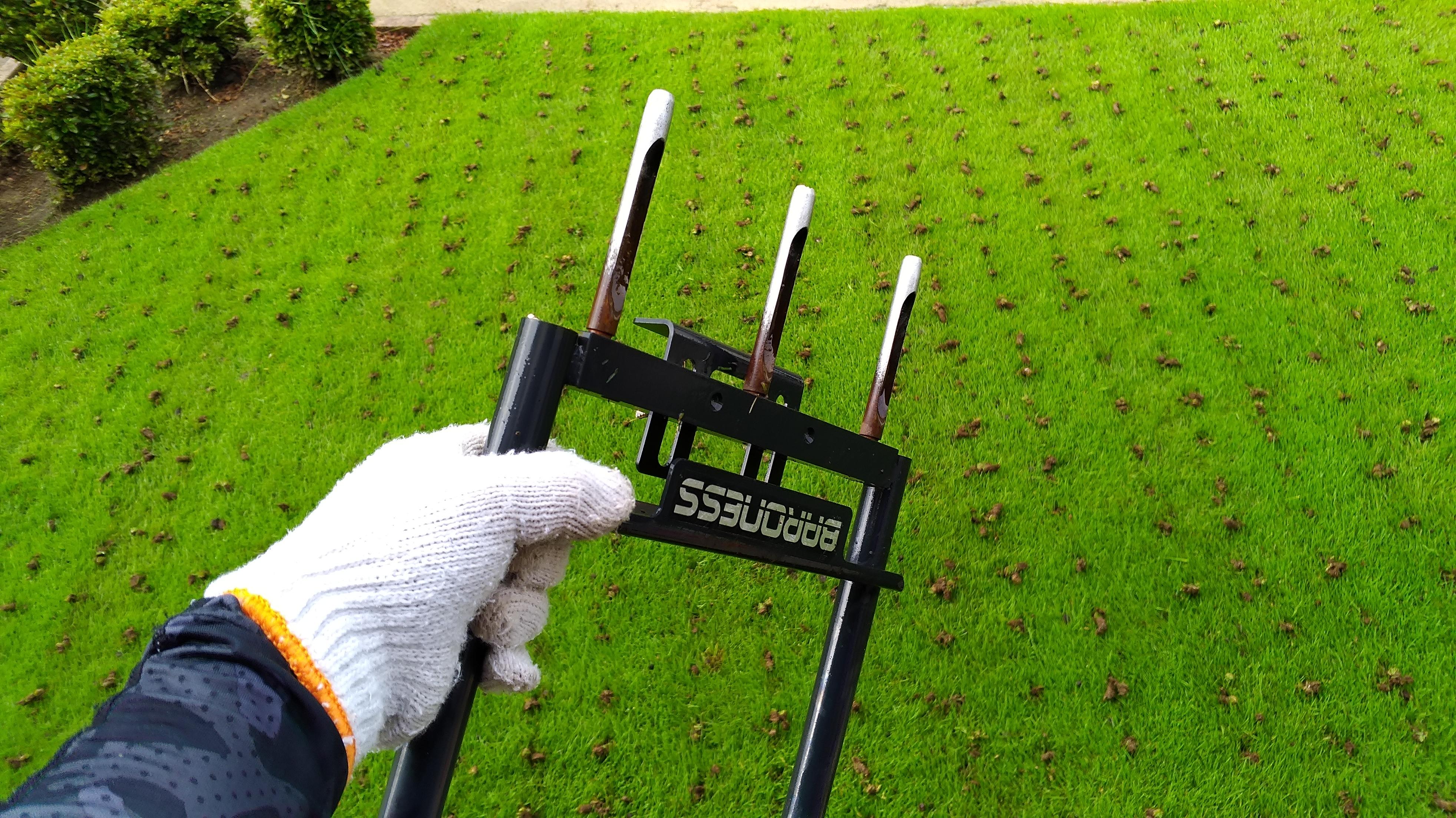 芝生エアレーション!コアリングで土壌改良する方法😃✨